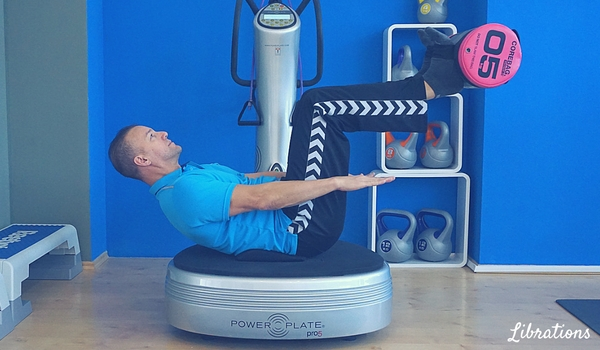 trainingsplan power plate übungen sit up librations